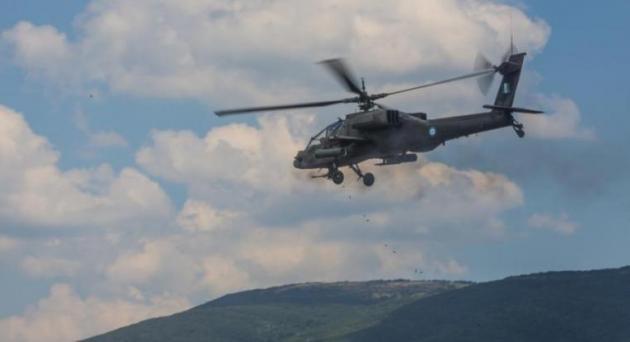 Apache και Black Hawk των ΗΠΑ στο Στεφανοβίκειο για άσκηση