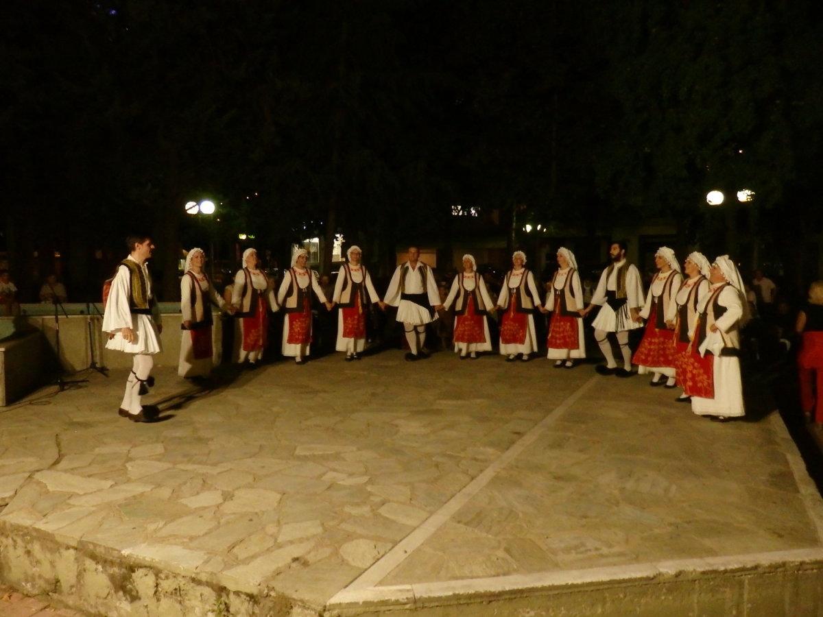 Το χορευτικό του Αγίου Αχιλλίου στη Χαραυγή