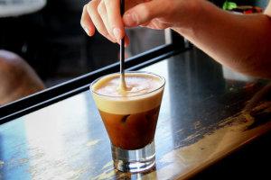 Η καφεΐνη αυξάνει την ανοχή στον πόνο