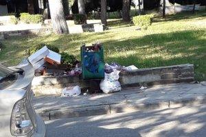Λάρισα: Τα βαφτίσια τέλειωσαν τα σκουπίδια έμειναν… (φωτ.)