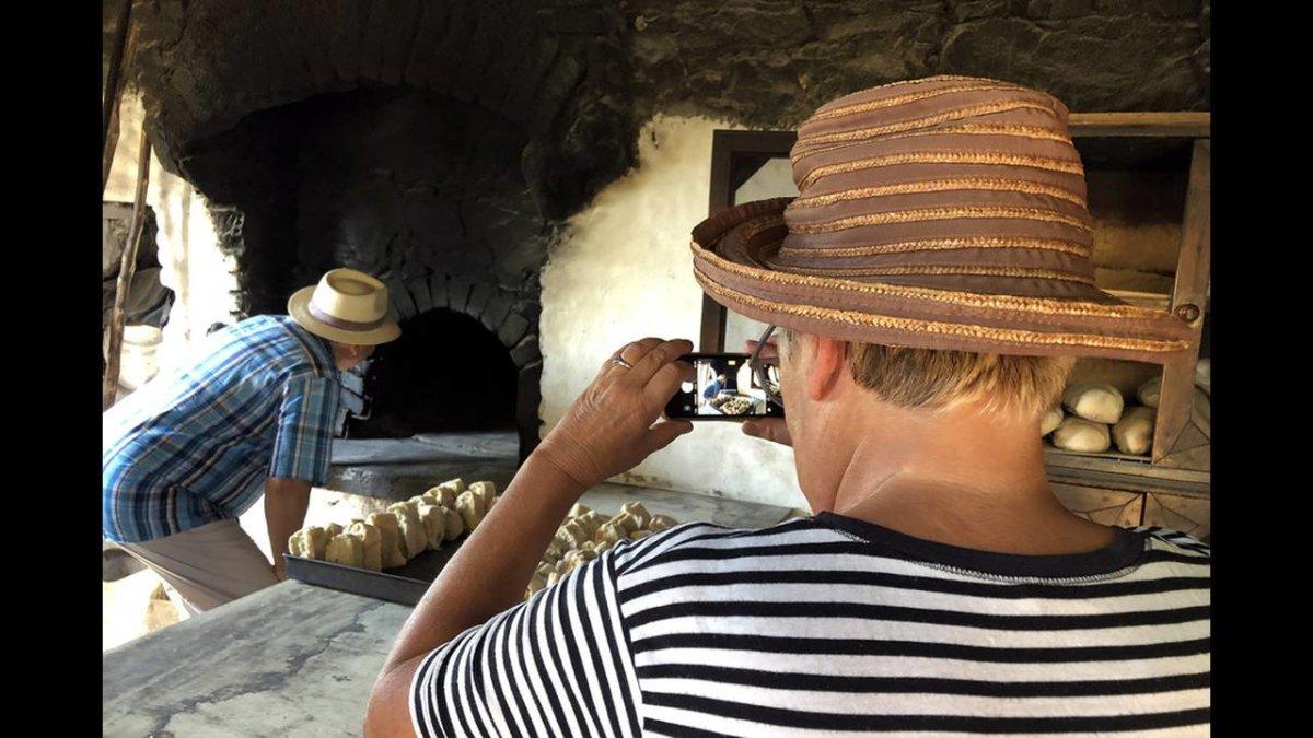 Ένας παλιός ξυλόφουρνος μαγνητίζει ντόπιους και τουρίστες