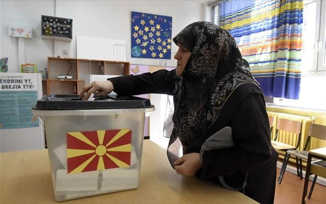 Bloomberg: Η χαμηλή συμμετοχή στο δημοψήφισμα μπορεί να υπονομεύσει τη συμφωνία των Πρεσπών