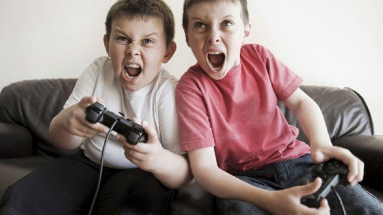 Τα ηλεκτρονικά παιχνίδια κάνουν επιθετικά τα παιδιά