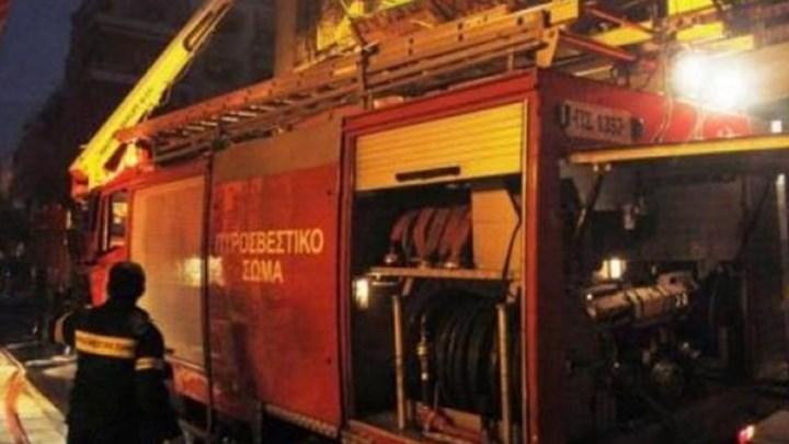 Τύρναβος: Φωτιά σε συγκρότημα ενοικιαζόμενων δωματίων