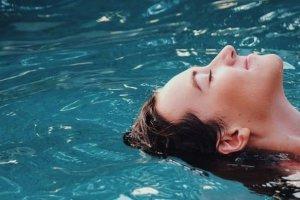 Οι τρεις χρυσοί κανόνες για την αναδόμηση του δέρματος μετά τις διακοπές