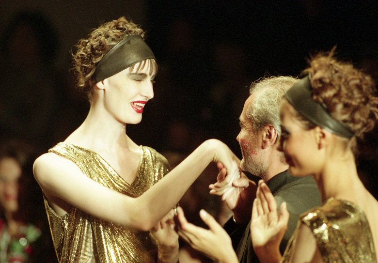Ο ανατρεπτικός σχεδιαστής που έκανε την Ελλάδα σύμβολο της ομορφιάς και του ερωτισμού
