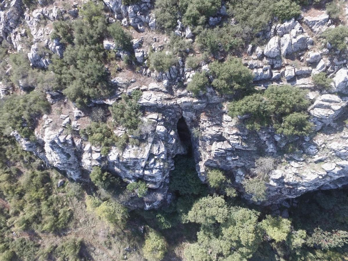 Σπήλαιο Νυμφών στα Φάρσαλα (φωτ.)