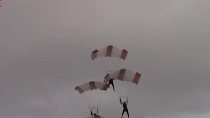 Τρομακτικό ατύχημα αλεξιπτωτιστών στον αέρα (βίντεο)