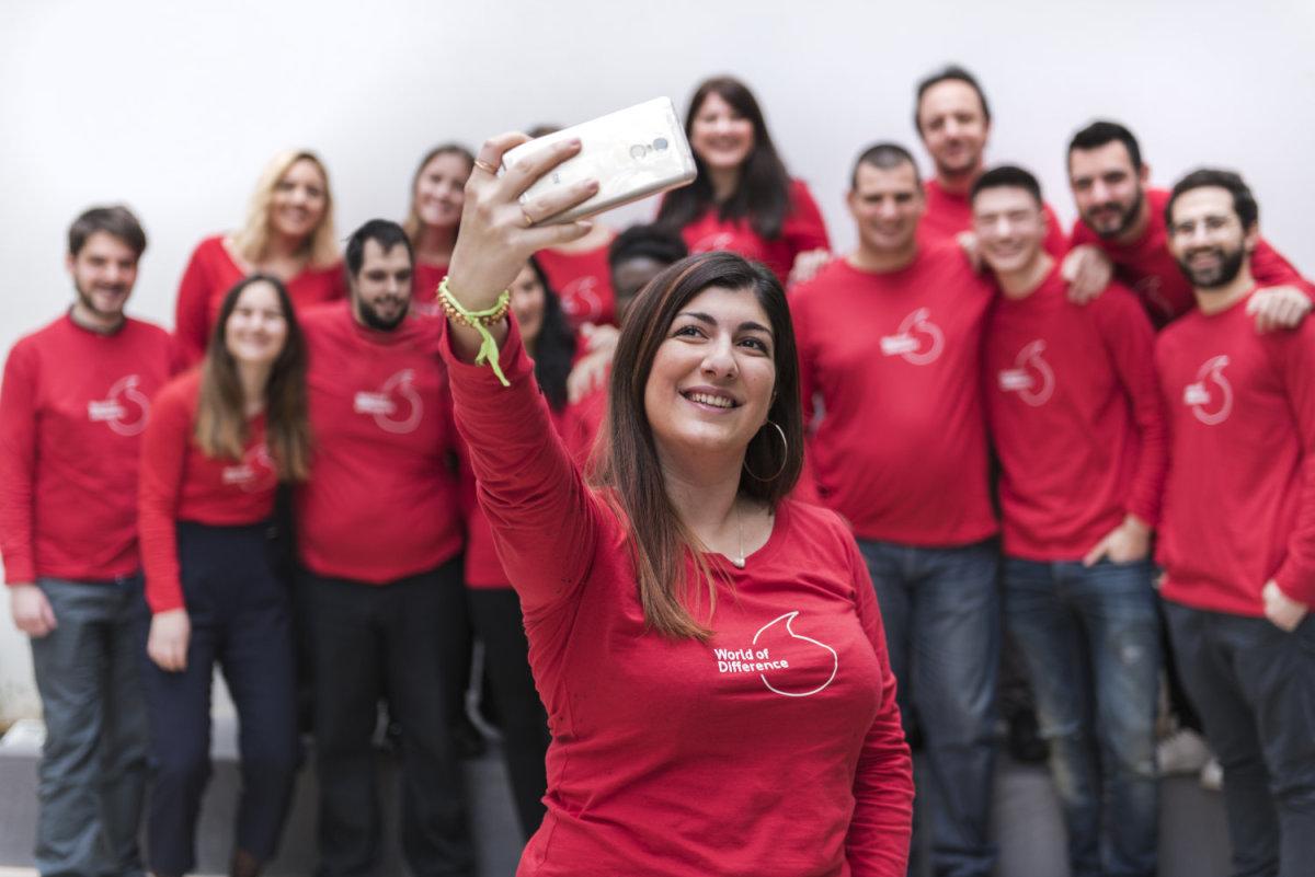 Tο Ίδρυμα Vodafone και 10 νέοι από όλη την Ελλάδα πάνε τον κόσμο μπροστά
