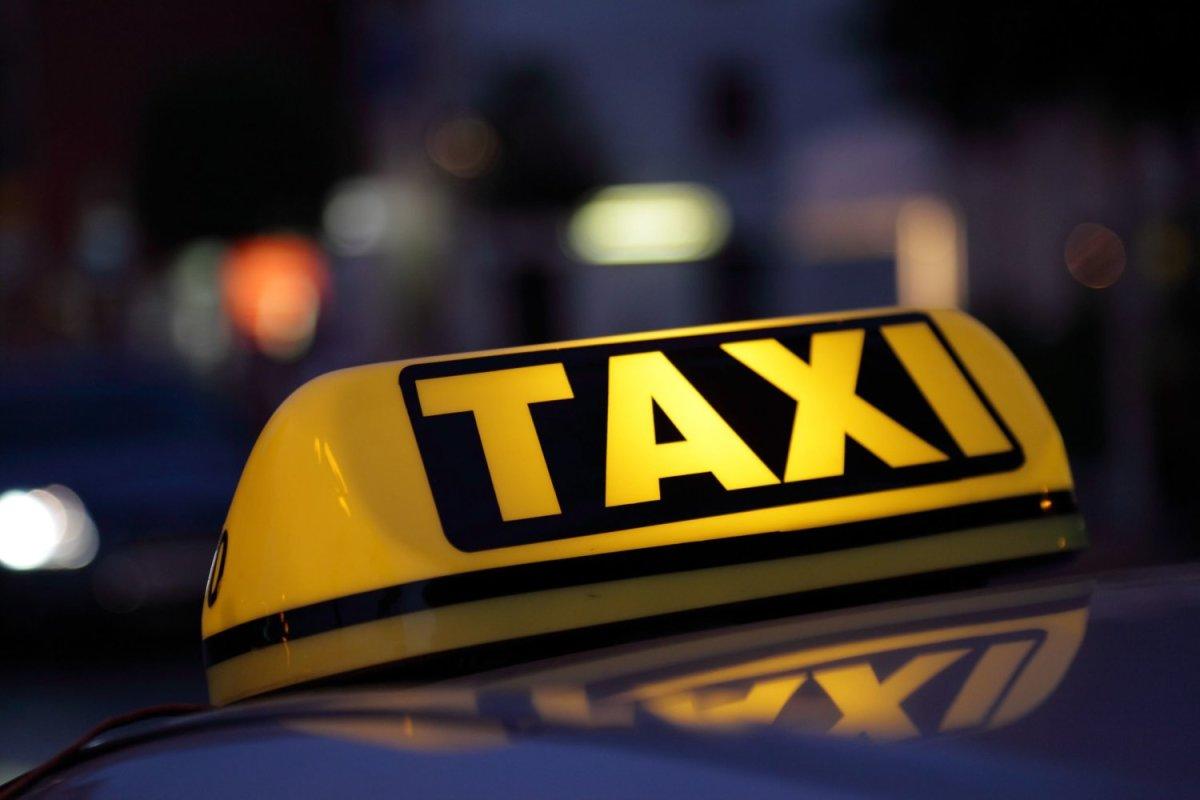 Ξύλο μεταξύ δύο ζευγαριών μέσα σε ταξί στην Κρήτη