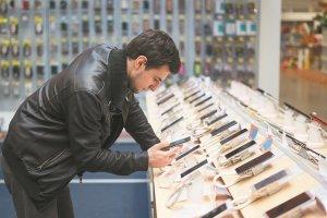 Οι Έλληνες προτιμούν τα ακριβά smartphones