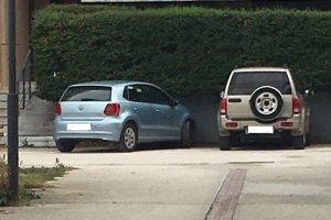 Αυτοκίνητα… ατάκτως παρκαρισμένα στη Ν. Πολιτεία (φωτ.)