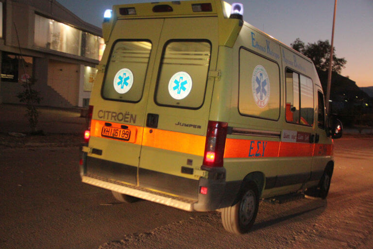 Οδηγός μηχανής βρέθηκε σοβαρά τραυματισμένος στα Τρίκαλα