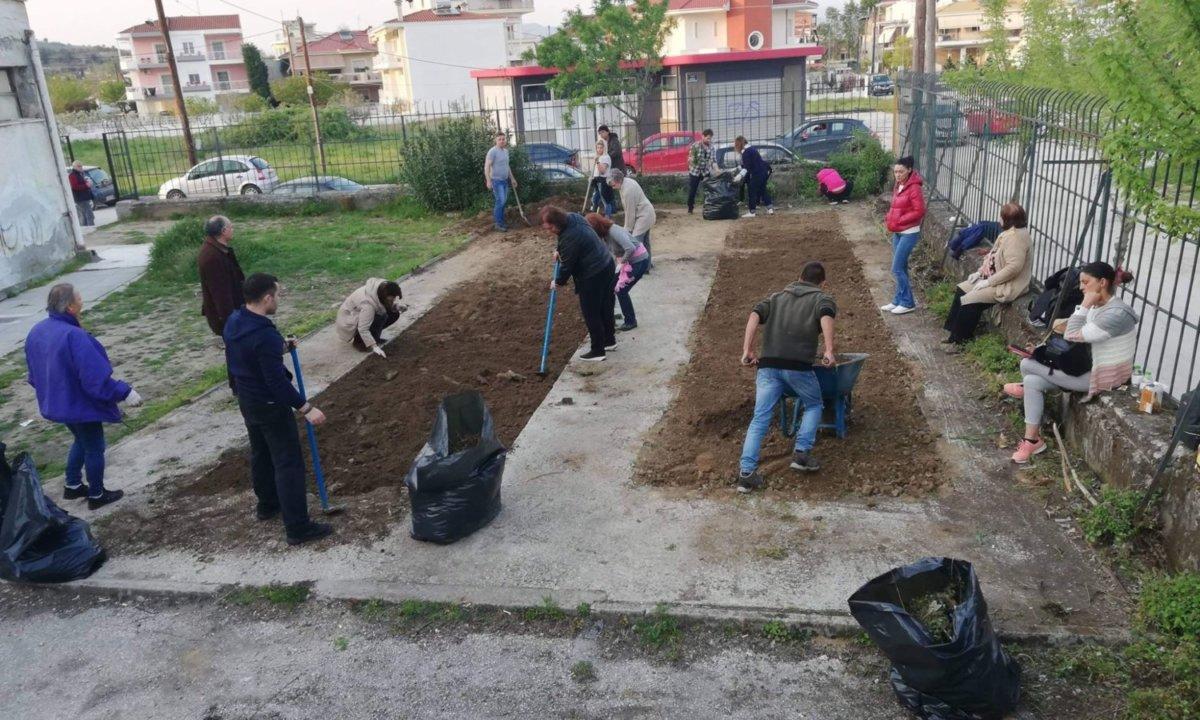 Κήπο σε αυλή σχολείου έφτιαξαν στα Τρίκαλα