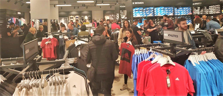 9ee7a5061aa Στο μεγάλο outlet της Θεσσαλίας βρίσκεται πάνω από 70 γνωστές εταιρείες  ρούχων και αξεσουάρ με είδη για τη γυναίκα, τον άνδρα και το παιδί.