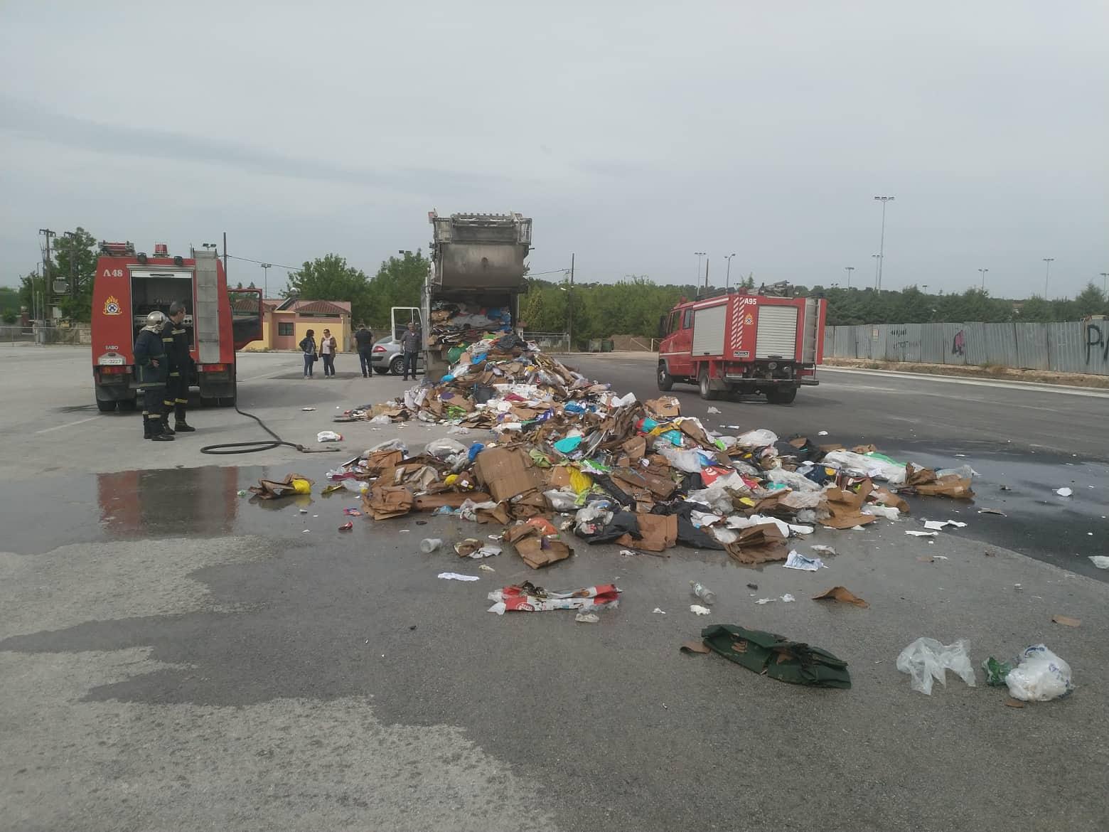 Απορριμματοφόρο στη Λάρισα άδειασε τα σκουπίδια στο δρόμο για να μην καεί!