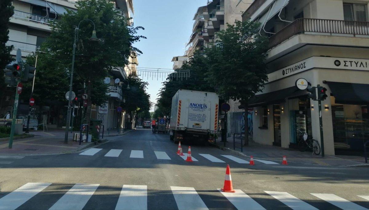 Ολοκληρώθηκαν οι διαγραμμίσεις της οδού Παπαναστασίου στη Λάρισα