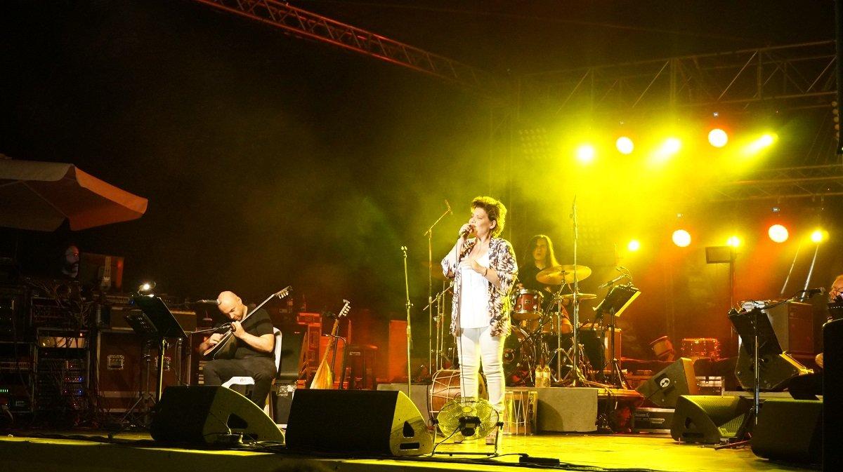 Στιγμιότυπο από το Φεστιβάλ Πηνειού του 2019 και τη συναυλία με τη Γιώτα Νέγκα