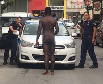 Γυμνός άνδρας προκάλεσε χάος στο κέντρο της Λάρισας!