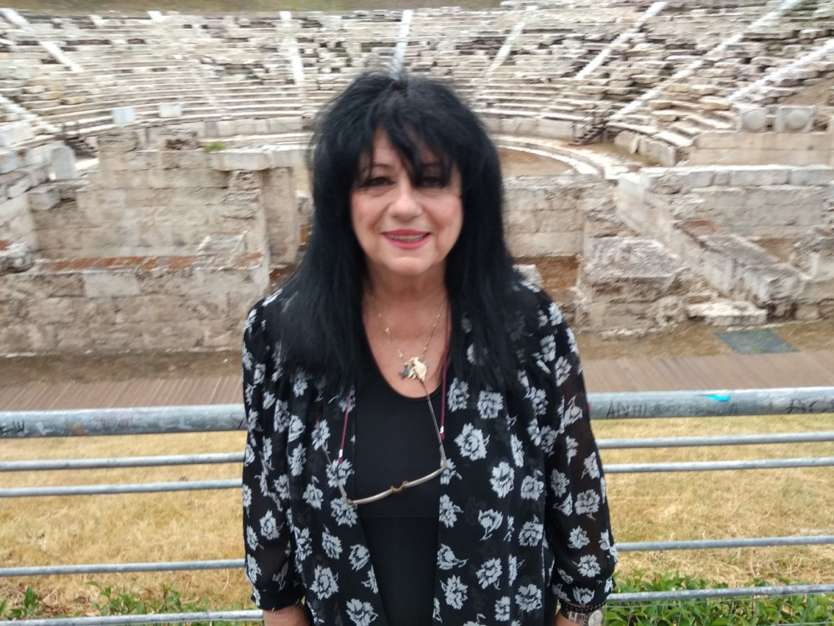 Τηλεφωνική επικοινωνία Άννας Βαγενά – Λίνας Μενδώνη για το Αρχαίο Θέατρο Λάρισας