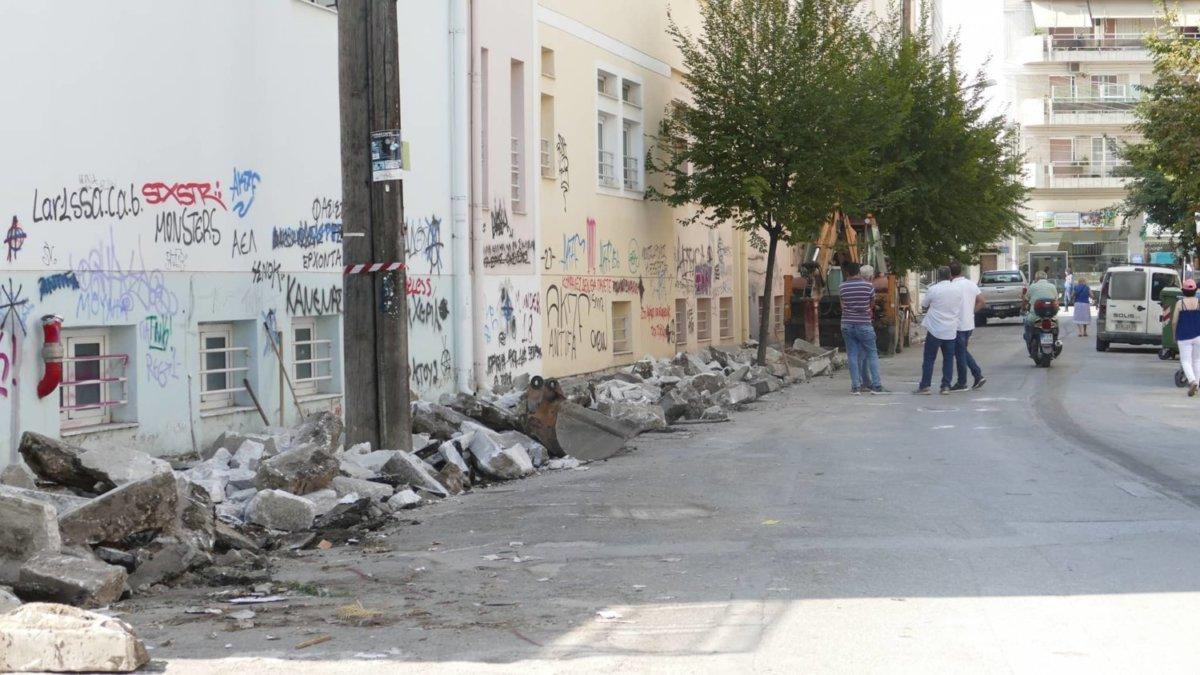 Ξεκίνησαν οι εργασίες στην οδό Χρυσοχόου στη Λάρισα