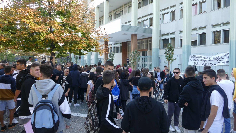 Μαθητές διαμαρτυρήθηκαν για τις συλλήψεις στο 7ο ΕΠΑΛ Λάρισας