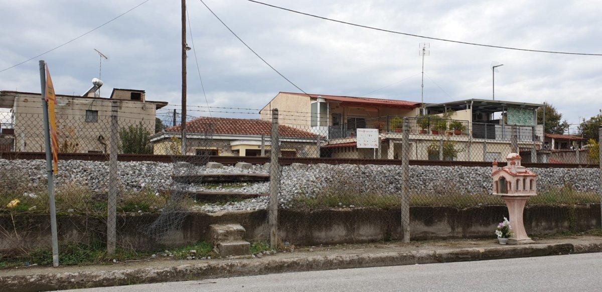«Έγκλημα» διαρκείας στις γραμμές του ΟΣΕ στα Τρίκαλα