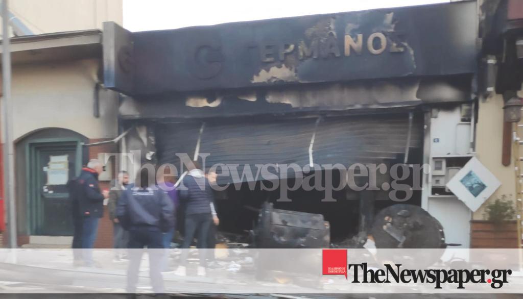 Κάηκε ολοσχερώς κατάστημα αλυσίδας τηλεφωνίας στο Βόλο