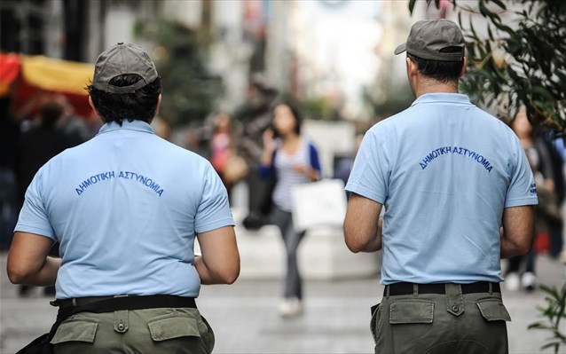 Χειροπέδες σε οδηγό στο κέντρο του Βόλου για επεισόδιο κατά δημοτικών αστυνομικών