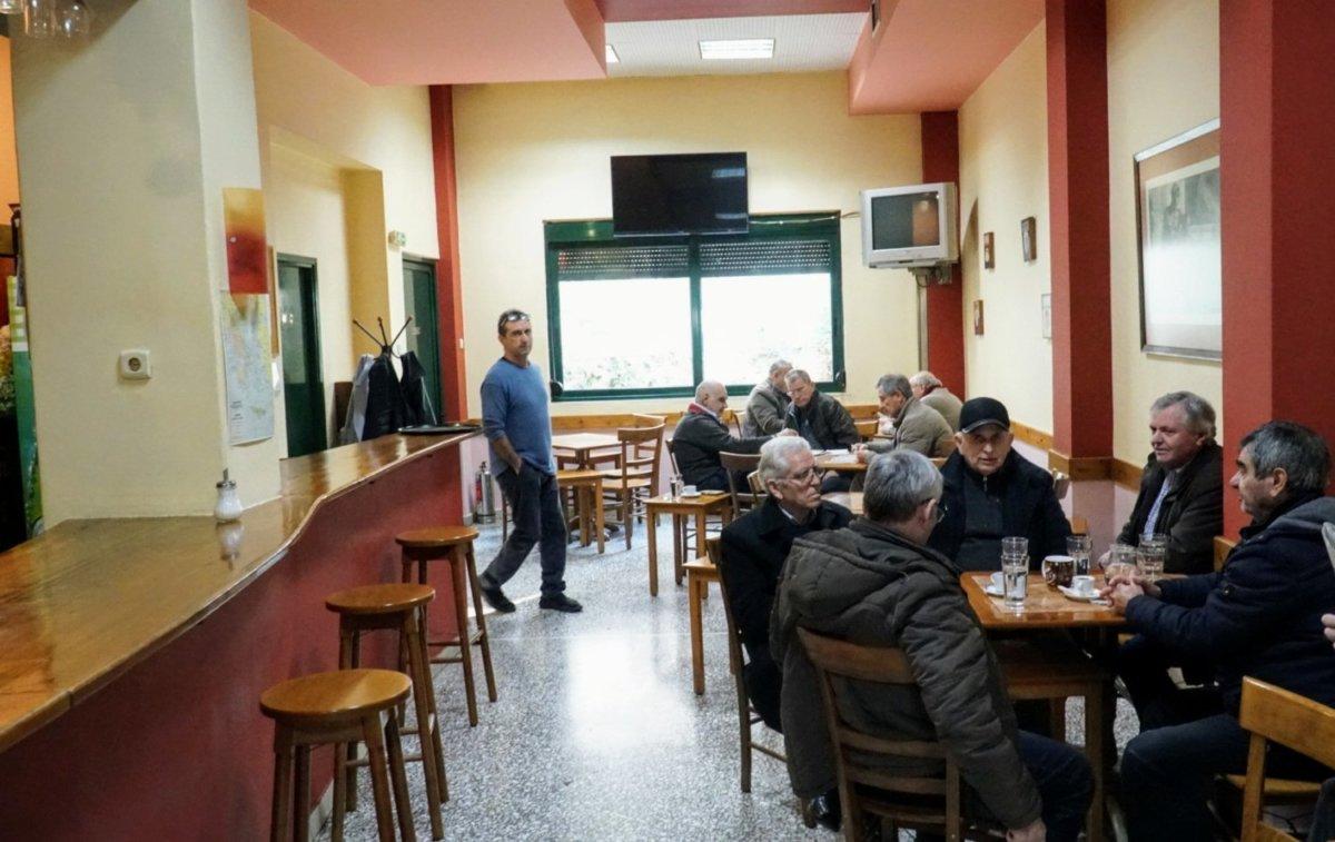 Έρχεται το πρώτο καφενείο για καπνιστές στη Λάρισα!