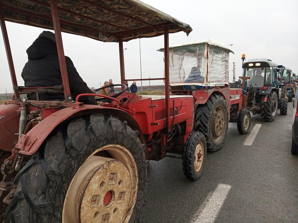 Δυναμική κινητοποίηση των αγροτών στον Τύρναβο