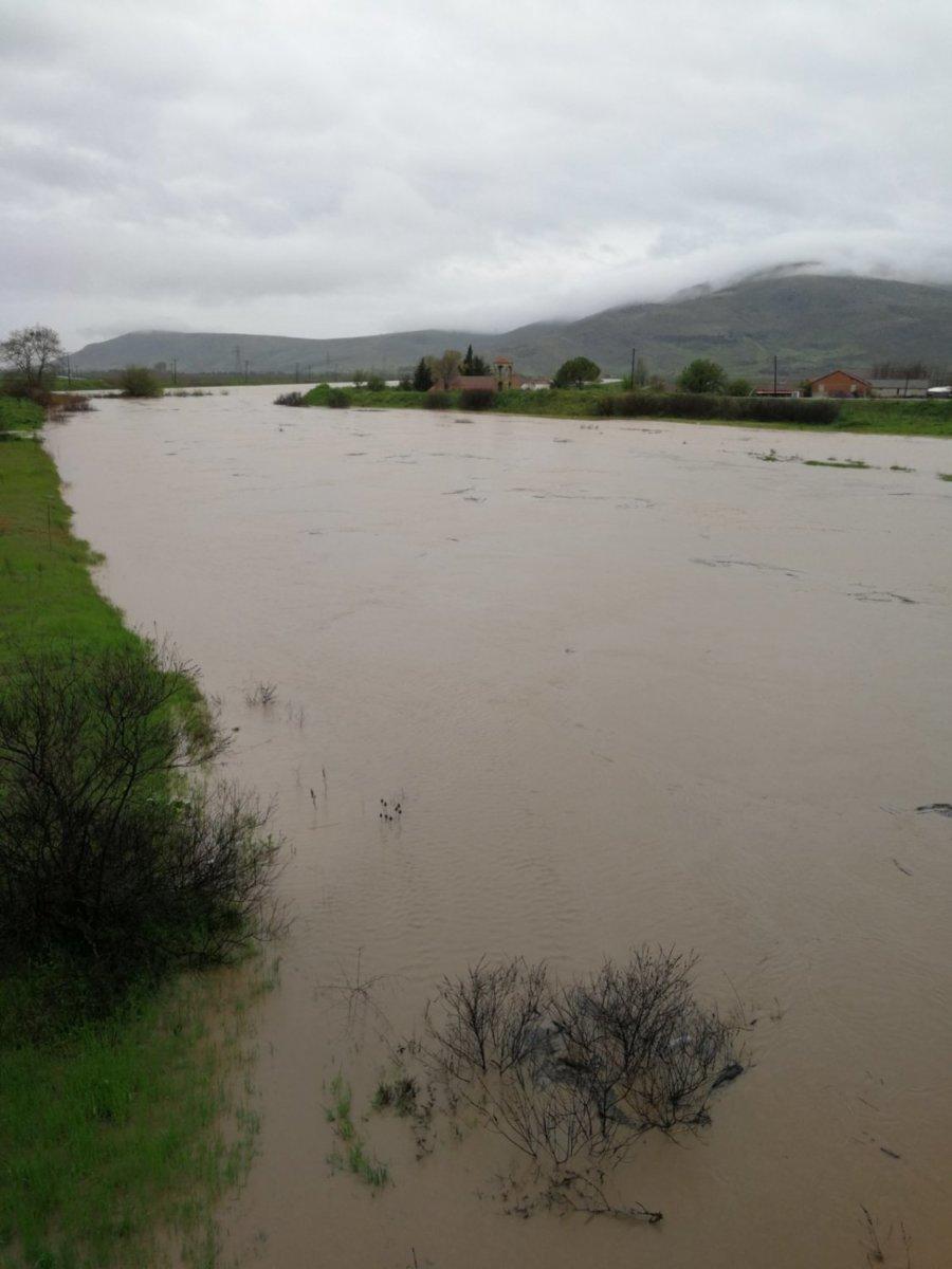 Πλημμυρικά φαινόμενα στα Φάρσαλα - Επιχειρούν μηχανήματα του δήμου