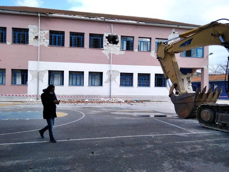 202103110959412087 - Δαμάσι: Ο διευθυντής του Δημοτικού Σχολείου χτυπάει το τελευταίο κουδούνι πριν την κατεδάφιση