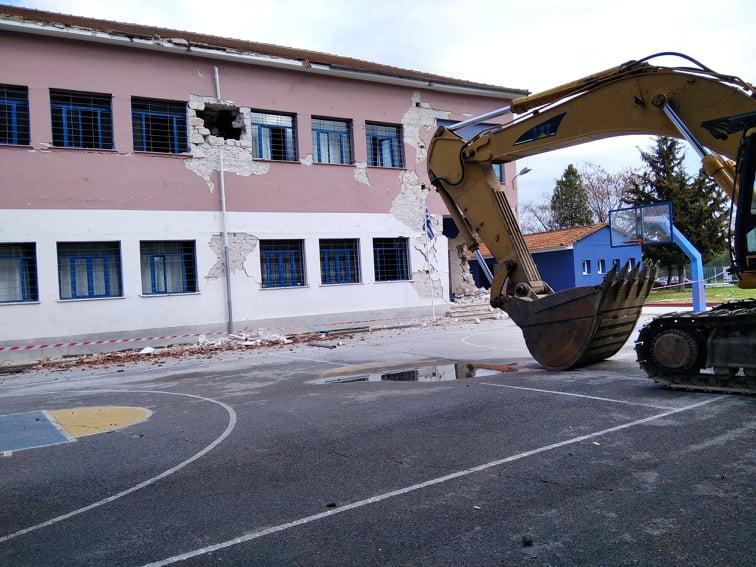 202103110959454452 - Δαμάσι: Ο διευθυντής του Δημοτικού Σχολείου χτυπάει το τελευταίο κουδούνι πριν την κατεδάφιση