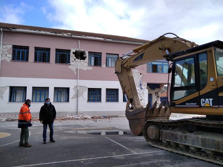 202103110959464443 - Δαμάσι: Ο διευθυντής του Δημοτικού Σχολείου χτυπάει το τελευταίο κουδούνι πριν την κατεδάφιση